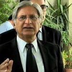 Aitzaz rebukes PM Abbasi 'for becoming part of abusive campaign against SC'