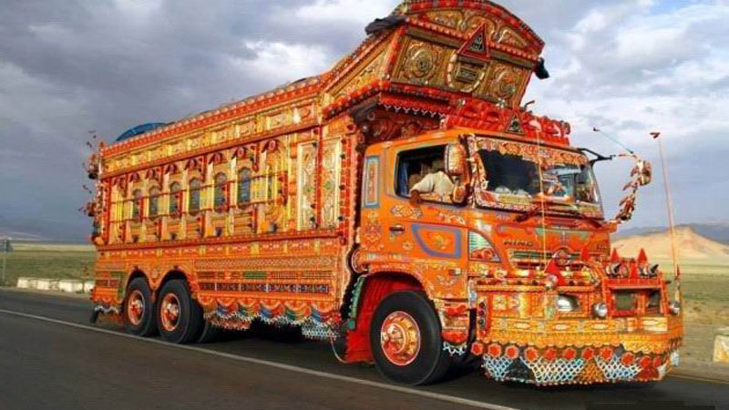 Colourful 'Jingle Trucks' rule the roads of Pakistan - Daily Times
