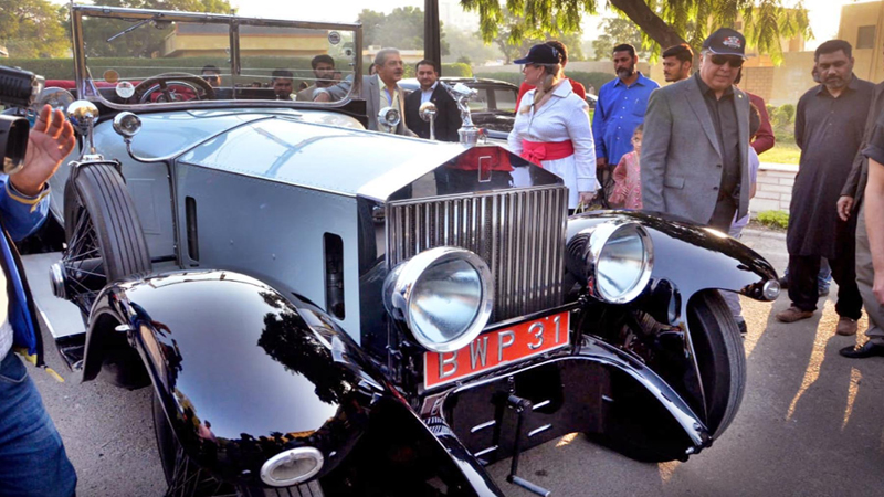 Vintage And Classic Car Club S 9th Annual Rally Flagged Off By