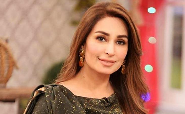Latest Beautiful Clicks of Actress Reema Khan at an Event