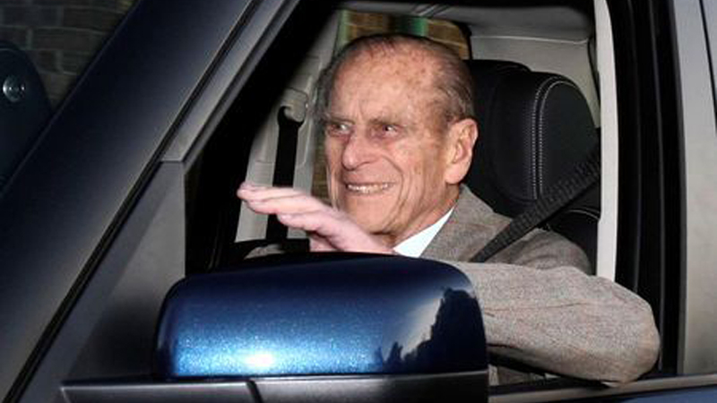 Prince Philip surrenders driving licence