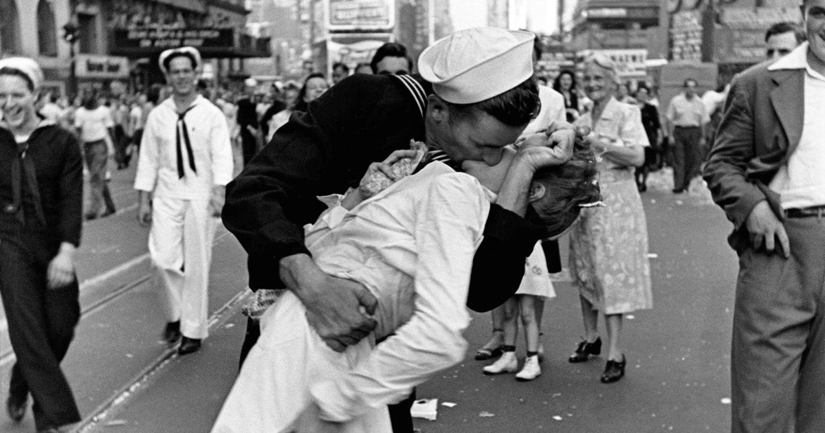 'Kissing sailor' in iconic NY picture dies age 95