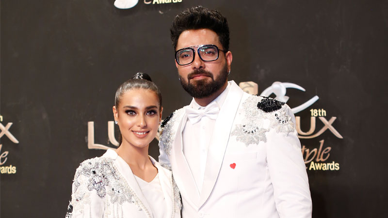 Yasir Hussain congratulates fiancée Iqra for winning two awards at