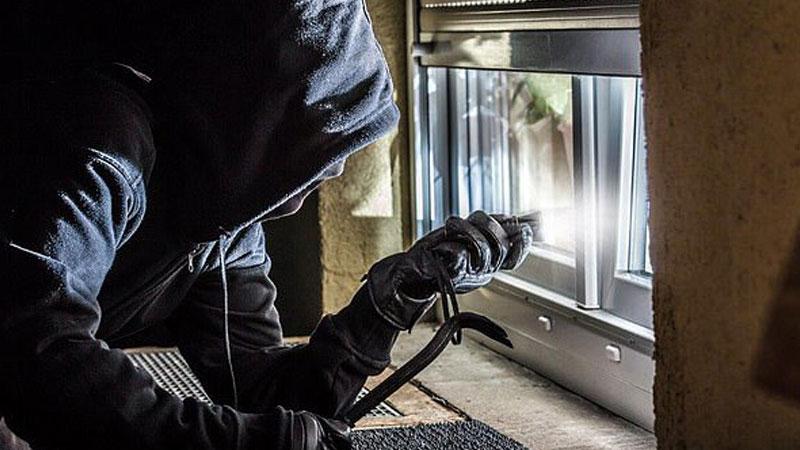 Panel of ex-burglars reveal best spots to hide your