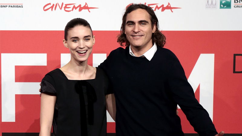 Joaquin Phoenix and Rooney Mara are now engaged!