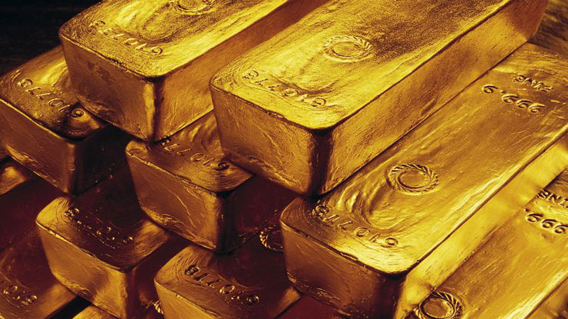Gold prices rise on falling bond yields, trade uncertainty