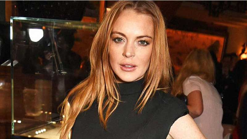 Lindsay Lohan declares she is single
