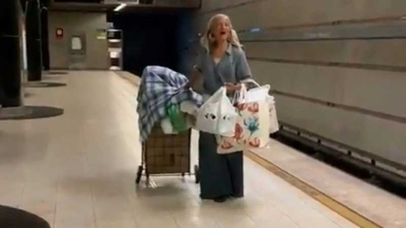 Viral singing homeless woman offered record contract