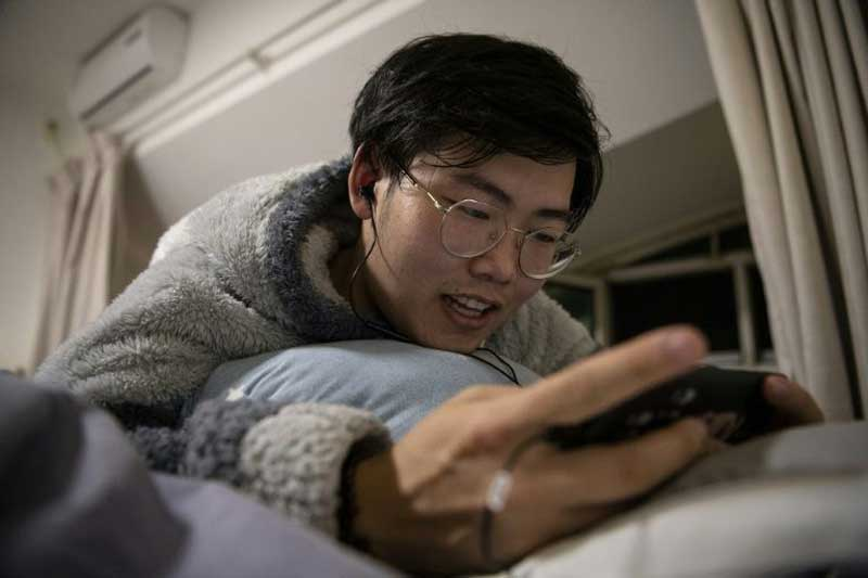Virtual boyfriends a match for China's single women