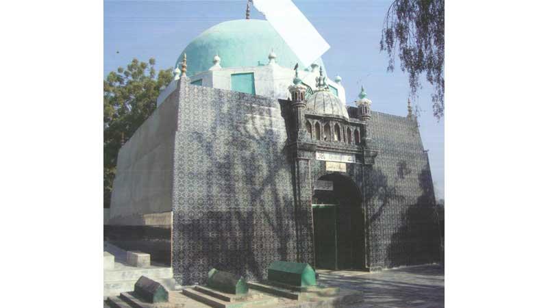Exploring the beautiful village of Shah Ladhani