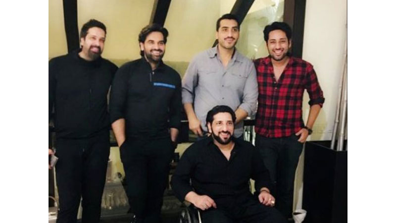 Humayun Saeed shares heart-warming picture with his brothers