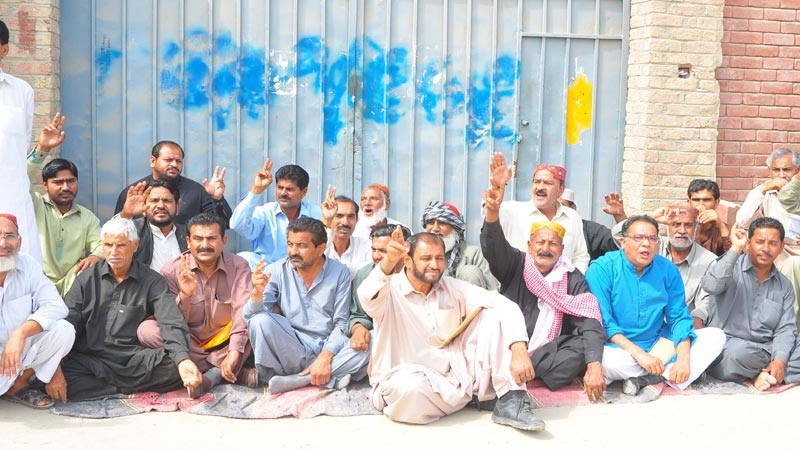 SMBBMU employees continue protest on 16th consecutive day