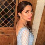Mahira's simplicity wins hearts on social media