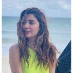 Mahira shares thoughts on importance of friends in life