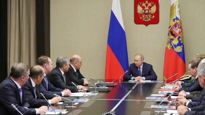 Putin speeds up Russian political shake-up, details new power centre