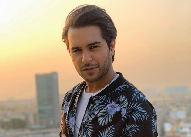 asim azhar treats fans rendition ishqiya ost