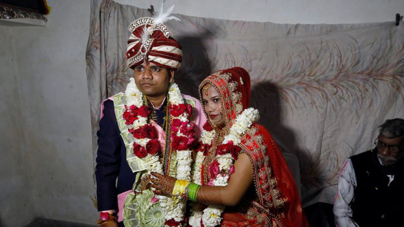 Amid Delhi's blood-letting, a Hindu bride weds in a Muslim neighbourhood