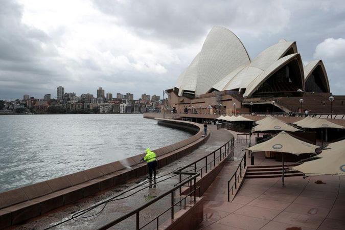 Cruise ships told to leave Australian waters to avoid coronavirus 'fiasco' repeat