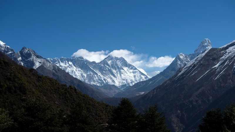 Coronavirus casts shadow over Everest