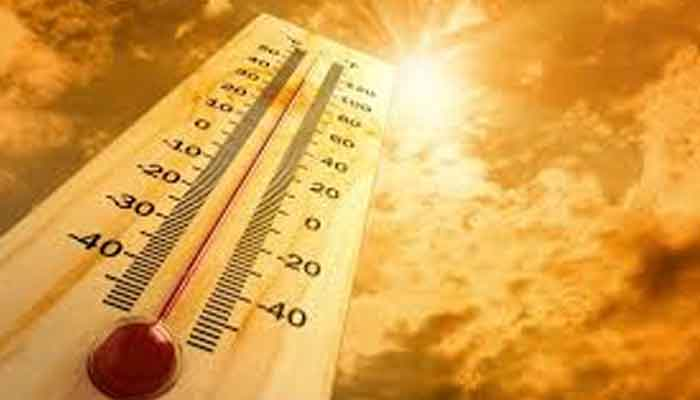 Lahore swelters under the scorching sun, temperatures rise to 44 degrees