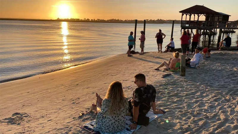 In Savannah and Charleston, early reopenings draw tourists