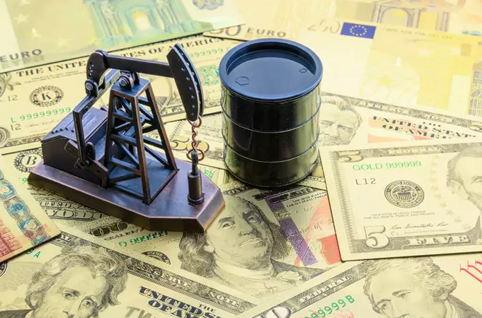 Oil Drops but Still Set for Biggest Monthly Gain in Years