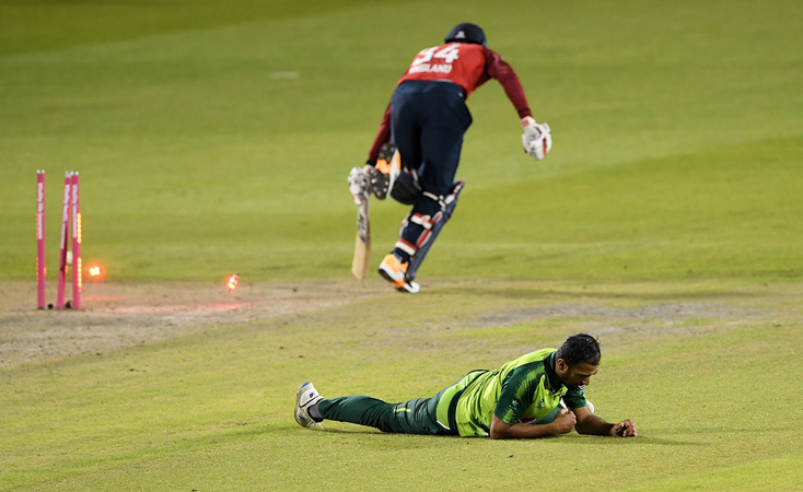 Pakistan down England by five runs in final T20I to level series