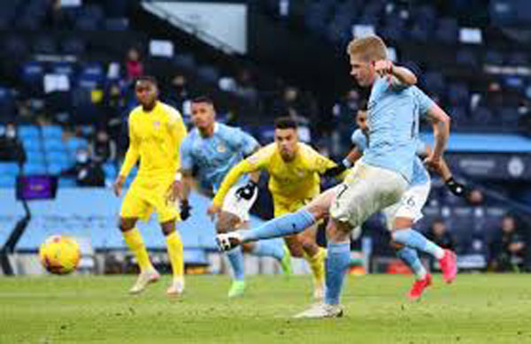 Sterling strikes as Man City sweep aside Fulham