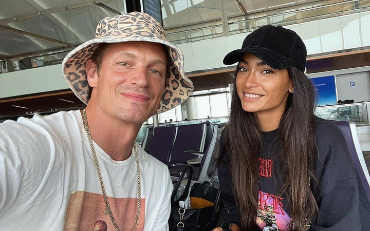 Joel Kinnaman signs up for model Kelly Gale!