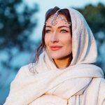 Rosie Gabrielle marries Pakistani traveller
