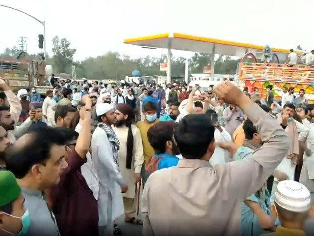 Traffic jams, blockages across country after TLP leader detained in Lahore
