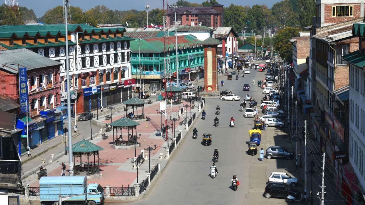 Pakistan suggests global medical corridor to help Kashmiri people