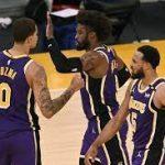 Last-gasp Lakers keep Knicks waiting for playoff berth