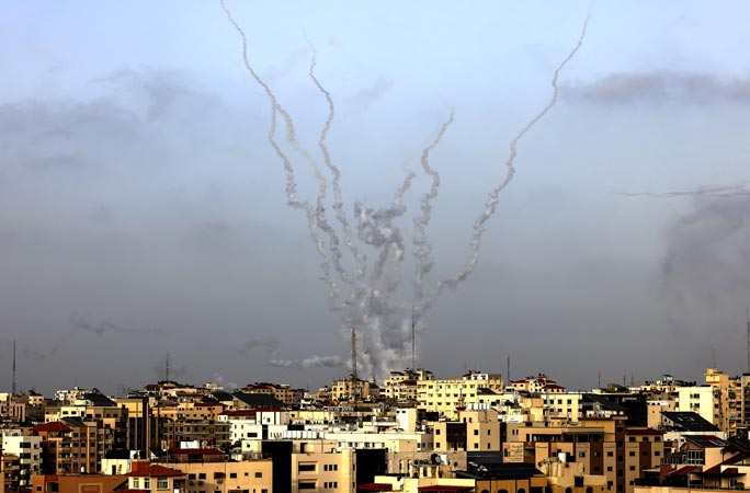 Israeli planes, troops continue brutal attacks in Gaza; death toll rises to 109