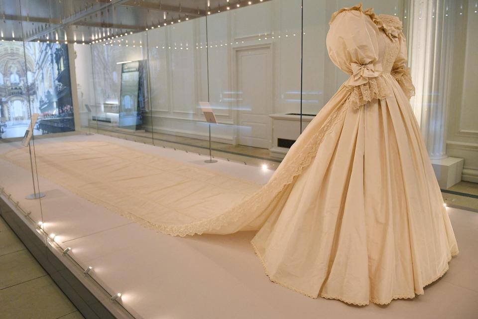 Diana's iconic wedding dress
