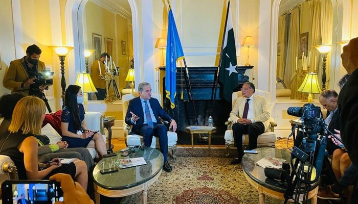 FM Qureshi urges the world to support Afghanistan, unfreeze assets