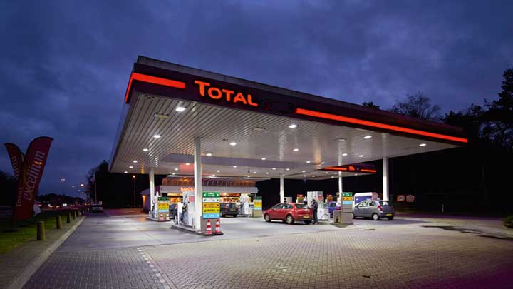 People raise hue and cry over price hike in petroleum products
